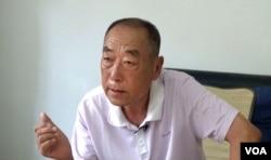 孙继龙接受林森采访(VOA视频截图)