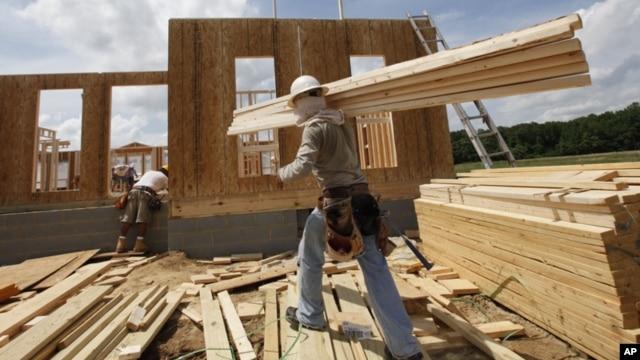 Công nhân xây nhà trong bang Virginia, Hoa Kỳ