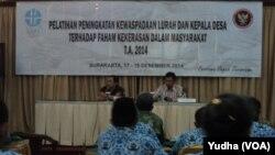 Pelatihan anti-terorisme untuk lurah dan camat di Solo, 17-19 Desember 2014 (Foto: VOA/Yudha)