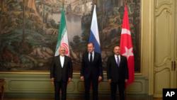 """Sergey Lavrov reiteró la afirmación de Rusia de que el presunto ataque con armas químicas en la ciudad de Duma hace unas semanas fue un """"pretexto artificial"""" para los ataques con misiles por parte de Estados Unidos, Gran Bretaña y Francia en contra de Siria."""