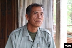 Chin Choy, 65, Champey commune councilor in Takeo provincial Bati district, defected to the ruling Cambodian People's Party (CPP) amid threats to dissolve the opposition CNRP party, Takeo province, Cambodia, November 1, 2018. (Sun Narin/VOA Khmer)