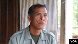 Chin Choy, 65, Champey commune councilor in Takeo province's Bati District, from the opposition Cambodia National Rescue Party (CNRP), defected to the ruling Cambodian People's Party (CPP) amid threats to dissolve the opposition party, on November 1, 2017. (Sun Narin/VOA Khmer)