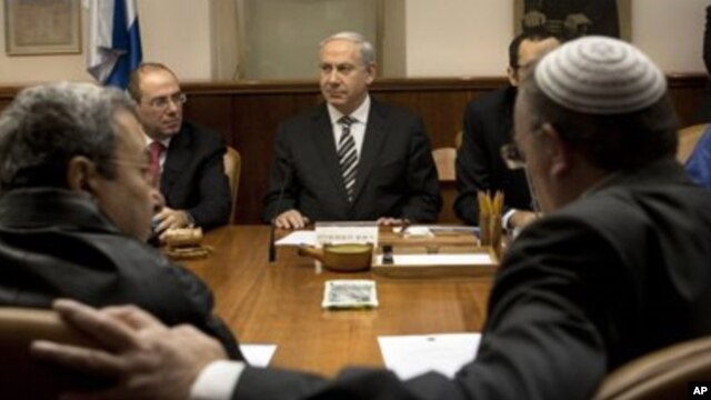 11일 예루살렘에서 이스라엘 주재 외국 대사들과 각료회의에 참석한 베냐민 네타냐후 이스라엘 총리(가운데).