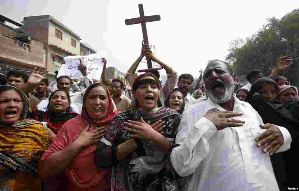 Members of the Pakistani Christian community chant slogans during a protest to condemn Sunday's suicide attack on a church in Peshawar, Sept. 23, 2013.