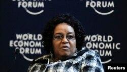 La sud-africaine Edna Molewa, ministre de l'Environnement, lors d'une session au Forum mondial de l'économie, à Davos, le 25 janvier 2012.