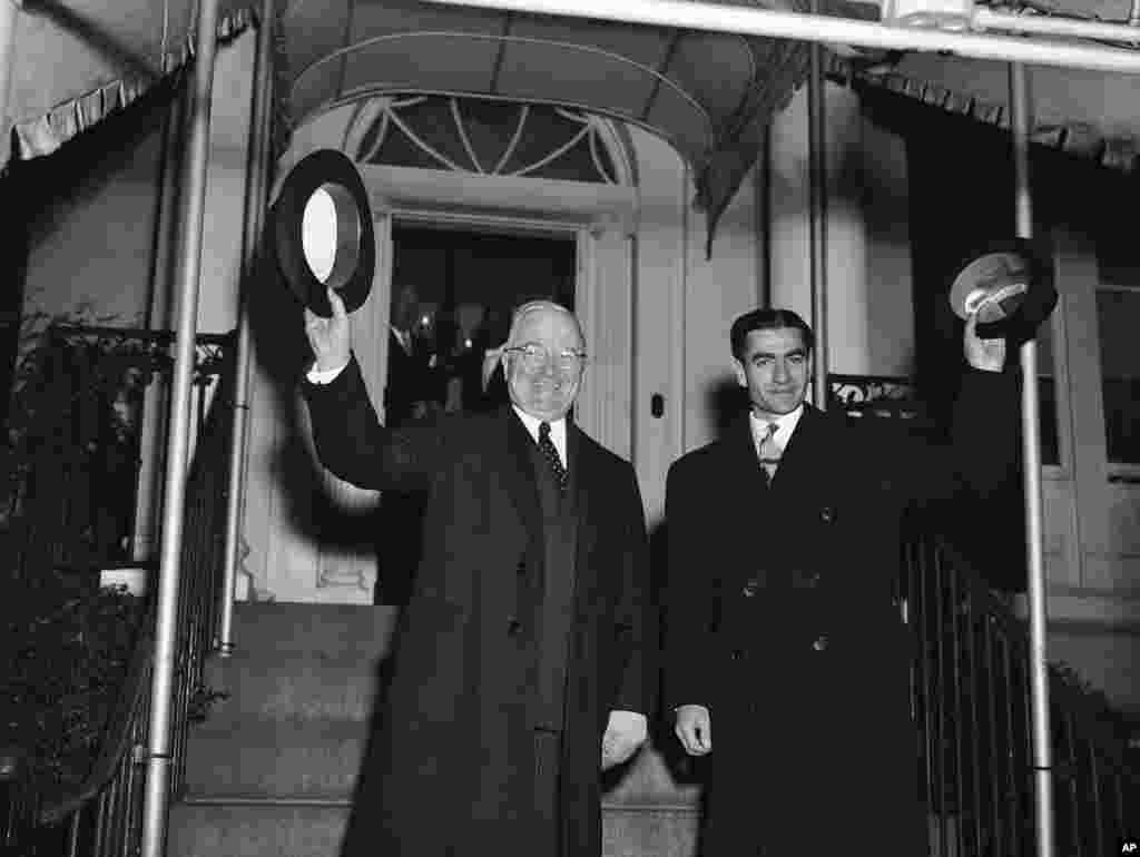 در کنار هری ترومن، رئیس جمهوری ایالات متحده آمریکا