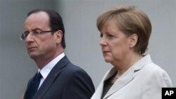 Solda Fransa Cumhurbaşkanı François Hollande ve Almanya Başbakanı Angela Merkel