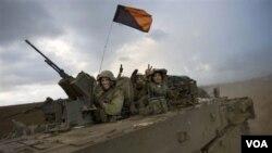 Para tentara Israel saat kembali dari penyerbuan mereka ke Jalur Gaza (foto dokumentasi Januari 2009).