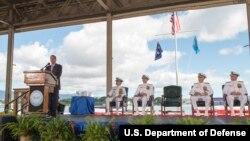 27일 하와이 미군 태평양사령부에서 애슈턴 카터 국방장관(왼쪽)이 참석한 가운데, 해리 해리스 신임 사령관(왼쪽 2번째)의 취임식이 열렸다.