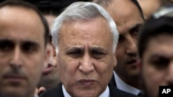 Former Israeli President Moshe Katsav, center, leaves a court in Tel Aviv, 30 Dec 2010