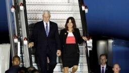 Phó Tổng thống Mỹ Mike Pence và phu nhân đến Singapore