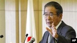 日本东京都知事石原慎太郎10月25日举行记者会,宣布辞职以组建新的政党,参加全国大选。
