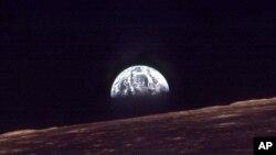 """Oydan Yerning ko'rinishi. """"Apollon-8"""" missiyasi olgan surat. 24-dekabr, 1968"""