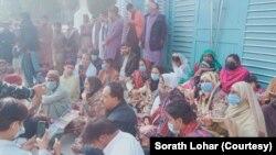 سندھ پولیس نے بدھ کی شام مارچ کے شرکا کے خلاف اس وقت کارروائی کی جب وہصوبے کے آخری قصبے اوباڑو سے پیدل پنجاب میں داخل ہونا چاہتے تھے۔