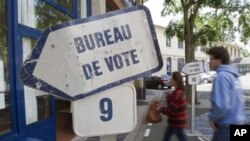 法國選民在議會選舉中投票