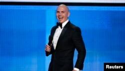 پیت بول در مراسم اهدای جوایز موسیقی آمریکا در لس آنجلس