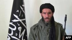 모리타니아 ANI 방송이 17일 공개한 알카에다 관련 무장단체 지도자 모크타르 벨모크타르의 동영상. 프랑스 전투기가 말리 이슬람 반군지역을 폭격하도록 알제리 정부가 영공 통과를 허용한데 대한 보복 공격을 가했다고 주장했다.