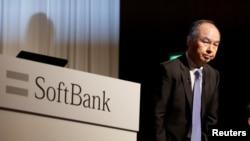 Kepala Eksekutif SoftBank Group, Masayoshi Son, menghadiri konferensi pers di Tokyo, Jepang, 5 November 2018.