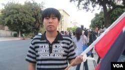 中国留学生董世行 (美国之音容易)