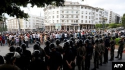 """Plusieurs milliers de personnes ont manifesté pour dénoncer la condamnation des meneurs du mouvement de protestation """"Hirak"""" qui avait agité le nord du pays en 2016 et 2017, à Casablanca, Maroc, 8 juillet 2018."""