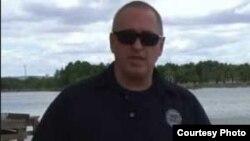 """""""全美邊界巡邏委員會""""巡邏警官斯普拉特接受美國之音採訪"""