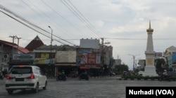 Kawasan Tugu Yogyakarta, sektor pariwisata kota ini terhempas wabah virus corona. (Foto: VOA/Nurhadi)