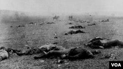 1861-ci ildə quldarlıqla bağlı debat seçki qutusunda həll olunmayanda, amerikalılar silaha əl atdılar. Vətəndaş Müharibəsi bu günədək ən çox amerikalının həlak olduğu ABŞ müharibəsidir.