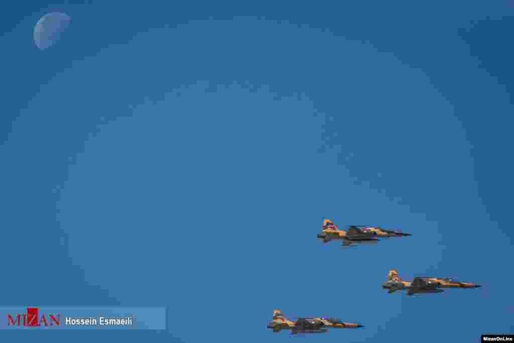 مراسم رژه نیروهای مسلح ارتش جمهوری اسلامی ایران عکس: حسین اسماعیلی