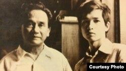 Xuân Diệu và Cù Huy Hà Vũ tại 24 Điện Biên Phủ, Hà Nội, 1979.