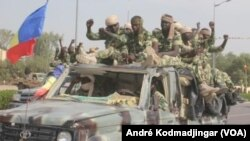 Arrestation de militaire au Tchad (VOA/André Kodmadjingar)