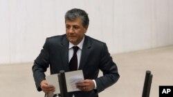 Mustafa Balbay, seorang wartawan Turki terpilih sebagai anggota parlemen setelah dipenjara selama lima tahun di Ankara, Turki, 10 Desember 2013 (Foto: dok). Komite Perlindungan Wartawan (CPJ) menempatkan Turki sebagai negara yang memenjarakan wartawan terbanyak selama dua tahun berturut-turut, Rabu (18/12).