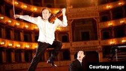 Алексей Игудесман и Джу во время концерта. Courtesy photo