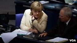Los europeos debaten cómo optimizar el Fondo Europeo de Estabilidad Financiera (FEEF).