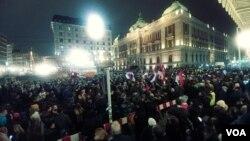 """Četvrti građanski protest, drugi pod sloganom """"Jedan od pet miliona"""", u Beogradu, 29. decembra 2018. (Veljko Popović, VOA)"""