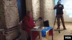 莫斯科的古拉格博物館去年春季曾舉辦蘇共迫害佛教展覽。展覽開幕式上一名來在卡爾梅克的僧人在支持法會。