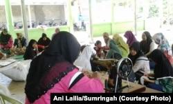 Sumringah memberi kesempatan kepada ibu-ibu untuk menambah penghasilan dengan menjadi mitra perajin keset Sumringah. (Foto: Ani Lailia/Sumringah)