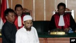 烏瑪爾•巴德克二月13日在雅加達的一個法庭接受審判