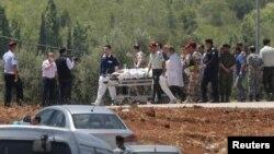 21일 시리아와 요르단 국경지역 난민캠프에서 차량폭탄 테러가 발생했다. 구조요원들이 부상당한 요르단 병사를 헬리콥터로 옮기고 있다.