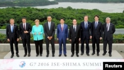 World leaders pose for a group photo on the first day of the G7 meetings in Ise Shima, Japan, May 26, 2016.