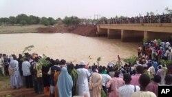 Daruruwan daliban jami'ar Usman Dan Fodio Sokoto suke zanga zanga.