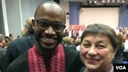 Джамал Марселін, волонтер Корпусу миру США, і Тамара Сбітнєва, вчитель з Кіровоградської області