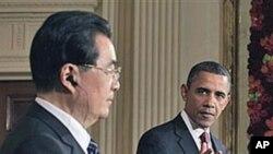 양국 정상회담 후 기자회견을 가진 바락 오바마 미국 대통령(오른쪽)과 후진타오 중국 국가주석(왼쪽)