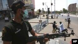 پاکستان کا سب سے بڑا شہر کراچی سیاسی، فرقہ وارانہ اور دہشتگرد کاروائیوں کا گڑھ رہا ہے۔ جس کی وجہ سے ہزاروں افراد ہلاک ہوچکے ہیں۔ (فائل فوٹو)