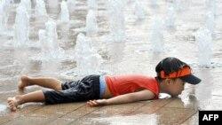 Trong 3 thập niên gần đây nhất, thập niên sau lại nóng hơn thập niên trước, năm 2001-2010 là thập niên nóng nhất trong kỷ lục.
