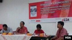 Paparan laporan tahunan ELSA mengenai kebebasan beragama dan berkeyakinan di Jawa Tengah, di Semarang (23/1). (VOA/Nurhadi Sucahyo)