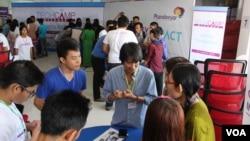 နည္းပညာနဲ႕ ပြင့္လင္းျမင္သာမွဳကိုအဓိကထားတဲ့ TechCamp Myanmar 2016 သင္တန္း (သတင္းဓါတ္ပံု- ကိုစည္သူ ရိုက္ကူးတင္ျပသည္)