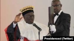 Kanvaly Diomande a prêté serment devant le président ivoirien Alassane Ouattara, à Abidjan, le 8 janvier 2018. (Twitter/Présidence de la Côte d'Ivoire)