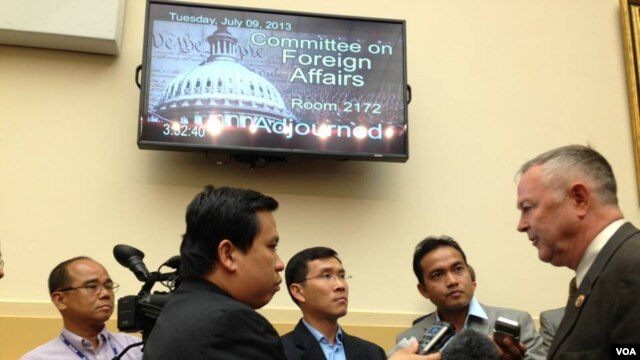 VOA Khmer reporters Men Kimseng, Poch Reasey, and Sok Khemara interviewing US Congressman Dana Rohrabacher of California during House hearing on ‪#‎Cambodia‬ on July 9, 2013. (VOA Khmer/Sophat Soeung)