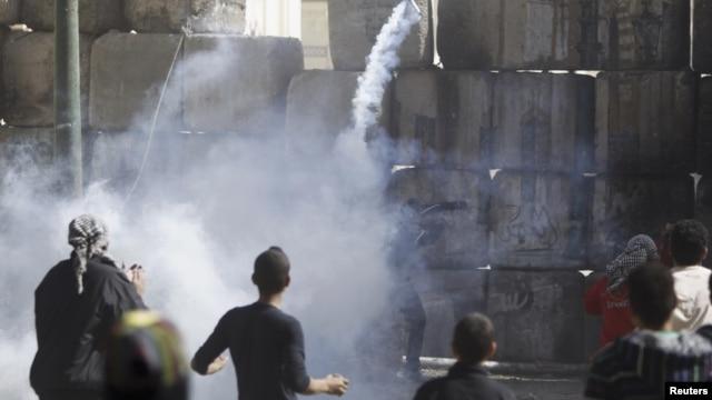 Maraknya protes anti pemerintah yang telah menewaskan 50 orang mendorong Presiden Morsi memberlakukan keadaan darurat di 3 provinsi (foto: dok).