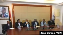 Equipa do ministério dos transportes, com ministro a cabeça, Porto do Lobito, Benguela